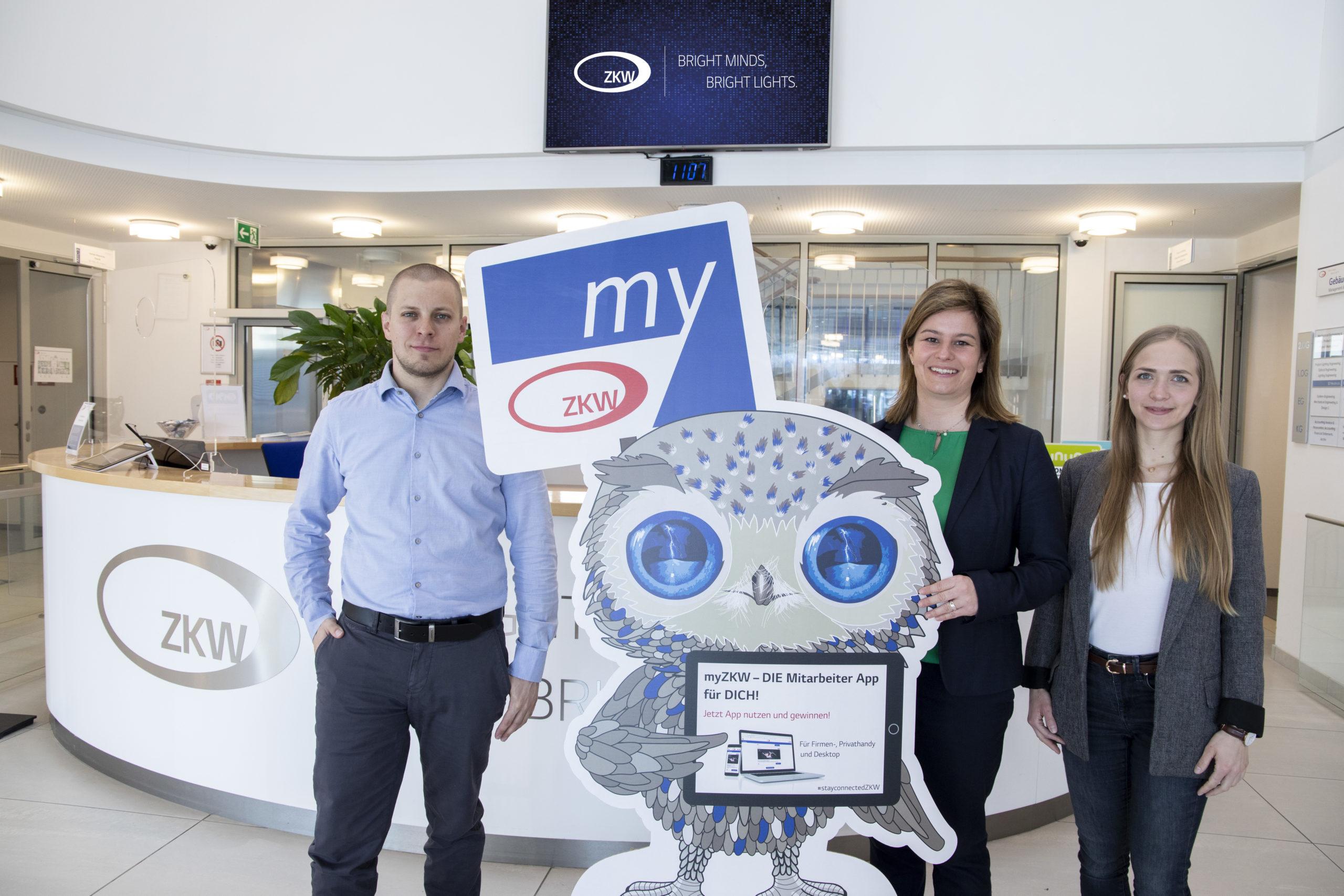 Das myZKW Projektteam mit Ihrer LUMI, dem Maskottchen der Mitarbeiter-App